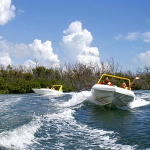 cancun-jungle-tour-boats-in-water